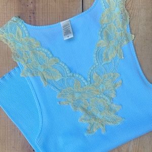NWOT/Beautiful tank top with lace